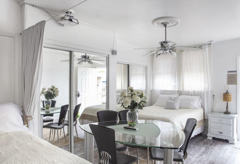 Magazine Mansion, New Orleans, Deluxe Studio Suite, 2 Queen Beds, Kitchen, Guest Room
