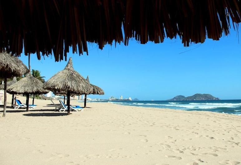 C. Azul Costa Bonita by VILLAS HK28, Mazatlan, Beach