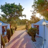 Premium tweepersoonskamer, 1 tweepersoonsbed, koelkast, uitzicht op resort - Kamer