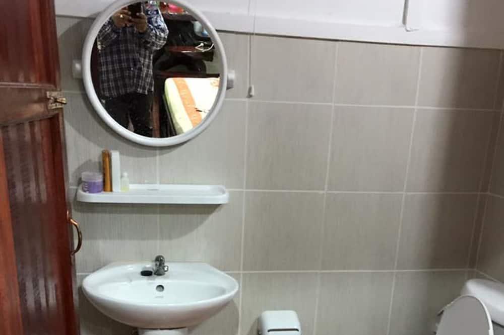 Baan Mai Yai - Bathroom