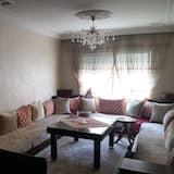 Căn hộ tiện nghi đơn giản, 3 phòng ngủ - Phòng khách