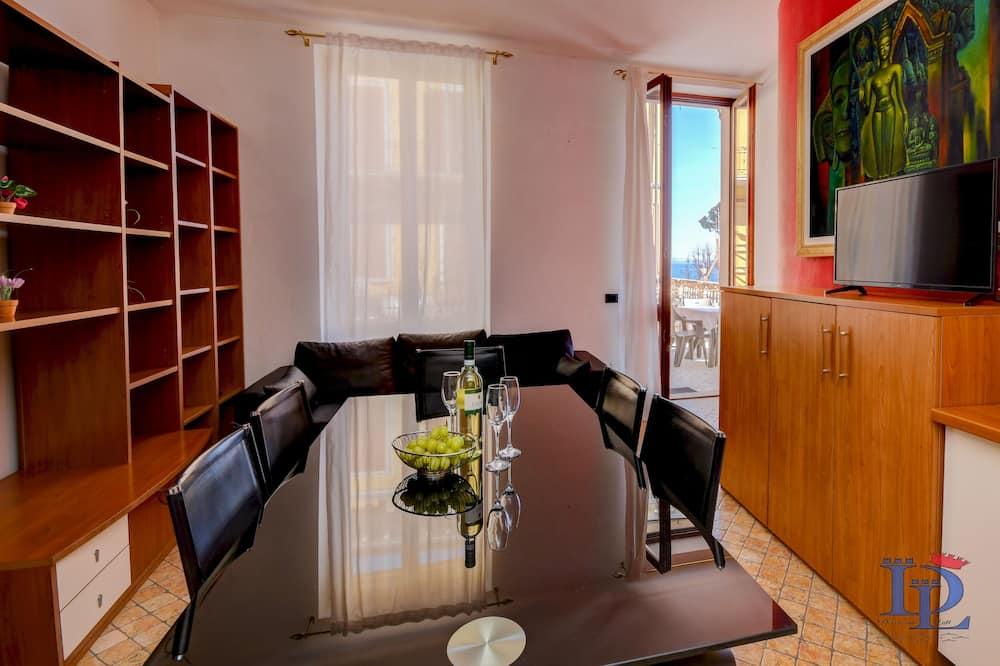 Comfort Apartment, Lake View - Living Area