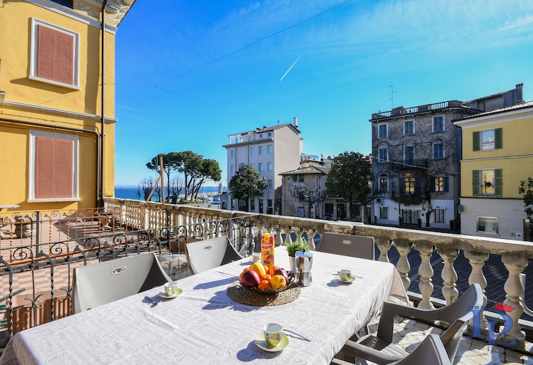 Desenzanoloft – Let It Be a Dream, Desenzano del Garda, Comfort Apartment, Lake View, Terrace/Patio