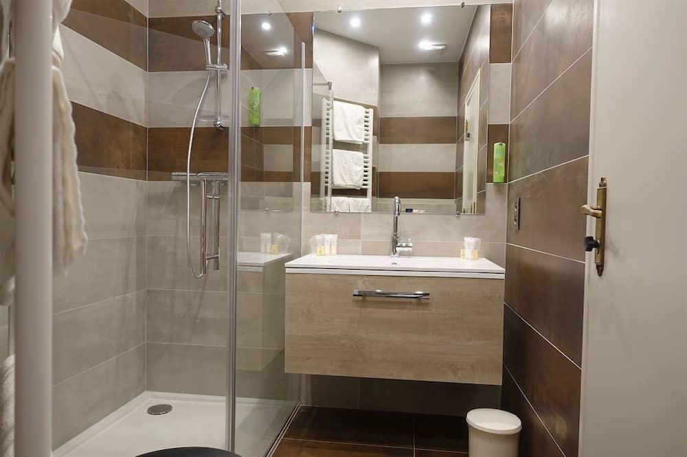 Pagerinto tipo kambarys (1 dvigulė / 2 viengulės lovos) - Vonios kambarys
