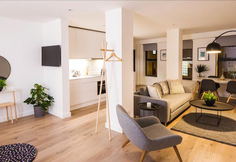 Hiding Space - Westgate Apartments, Bath, Deluxe Studio, Living Area