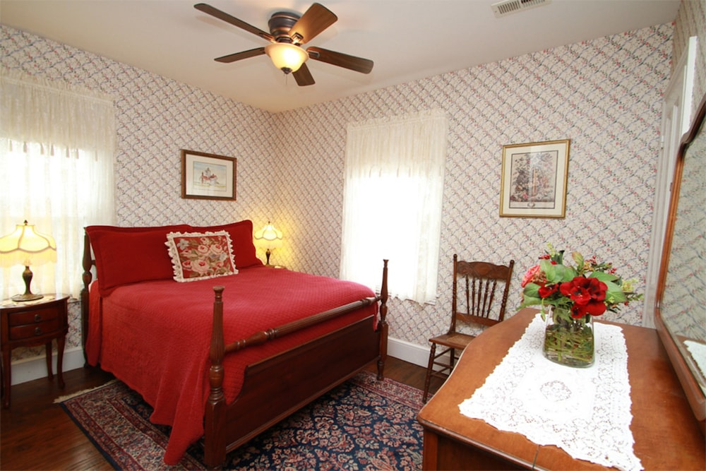 book the mason cottage in cape may hotels com rh hotels com  the mason cottage cape may nj