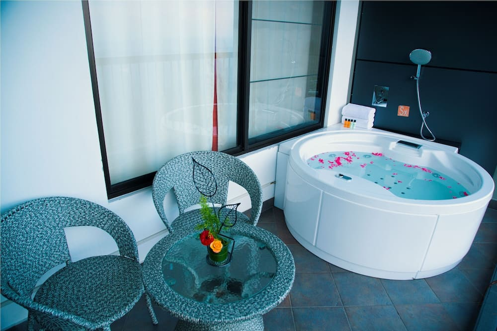 Двомісний номер преміум-класу, 1 двоспальне ліжко, приватна ванна, з видом на долину - Джакузі