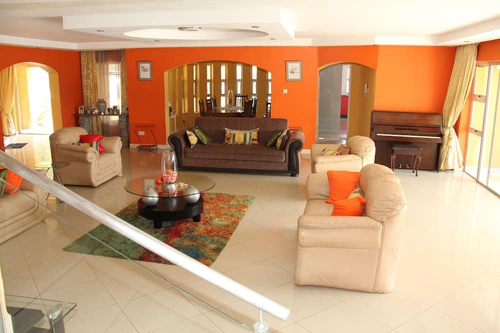 Casa, 3 habitaciones, vista a la piscina - Sala de estar