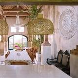 Desu House - In-Room Dining