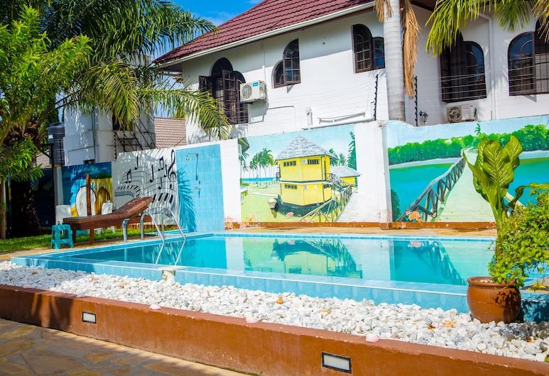 薩阿達尼遊客中心 - 青年旅舍, 三蘭港, 室外游泳池