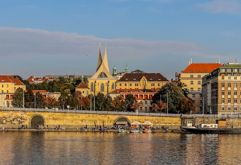 Charming Two-Bedroom Apartment Next To The Emmaus Abbey, Praga