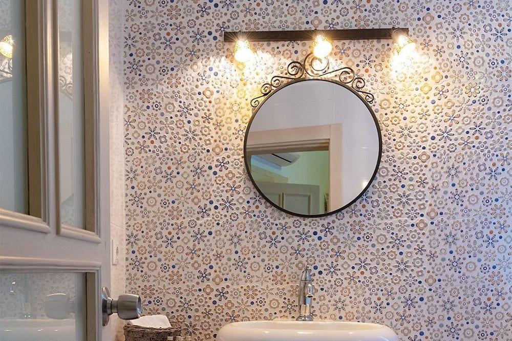 Suite, Fireplace - Bathroom