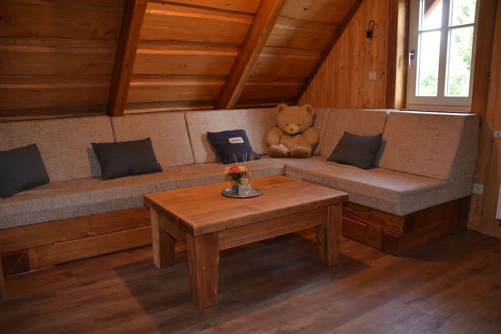 Casa de campo, 3 habitaciones, cocina básica, vista al jardín (Roubenka) - Sala de estar