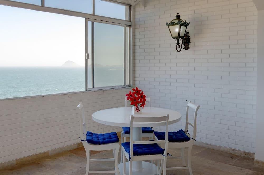 Apartment (C1-0020) - In-Room Dining