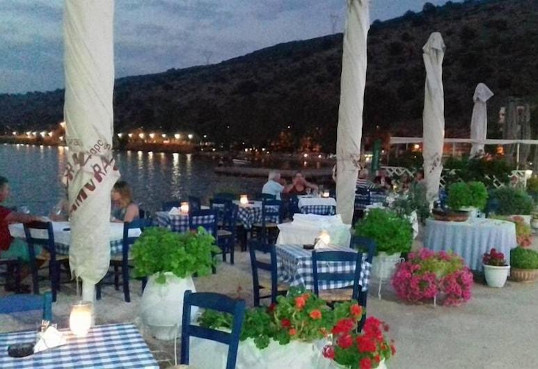 Amvrakia Hotel, Amfilochia, Tempat Makan Luar