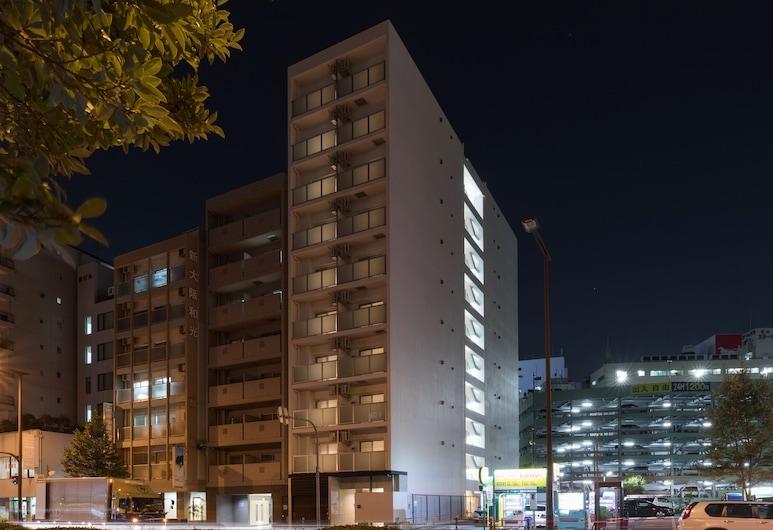 レジデンシャル ホテル ハレ 新大阪, 大阪市, 施設の正面 (日没後)