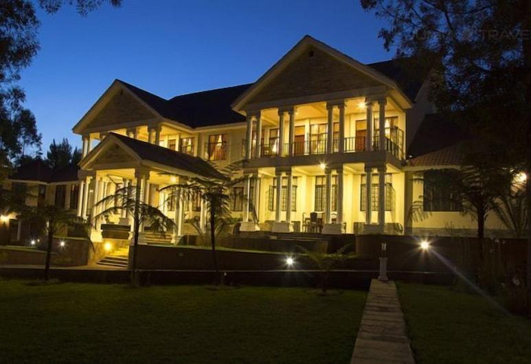 Salinero Millie Lodge, Machame, Fasada hotelu — wieczorem/nocą