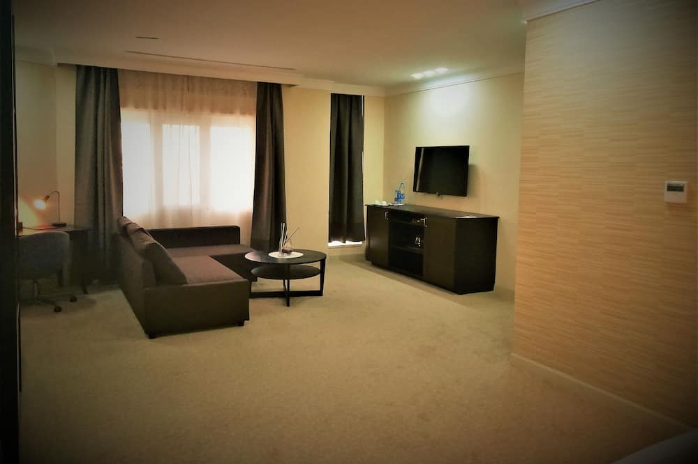 Executive Suite, 1 King Bed with Sofa bed - Living Area