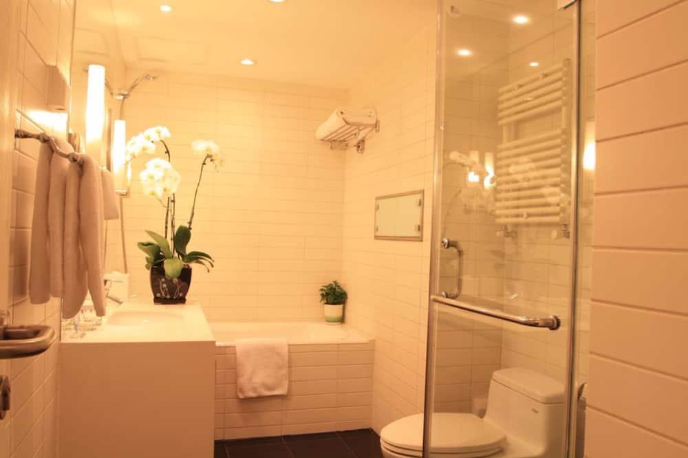 Deluxe Suite, 1 Bedroom, Kitchen - Bathroom