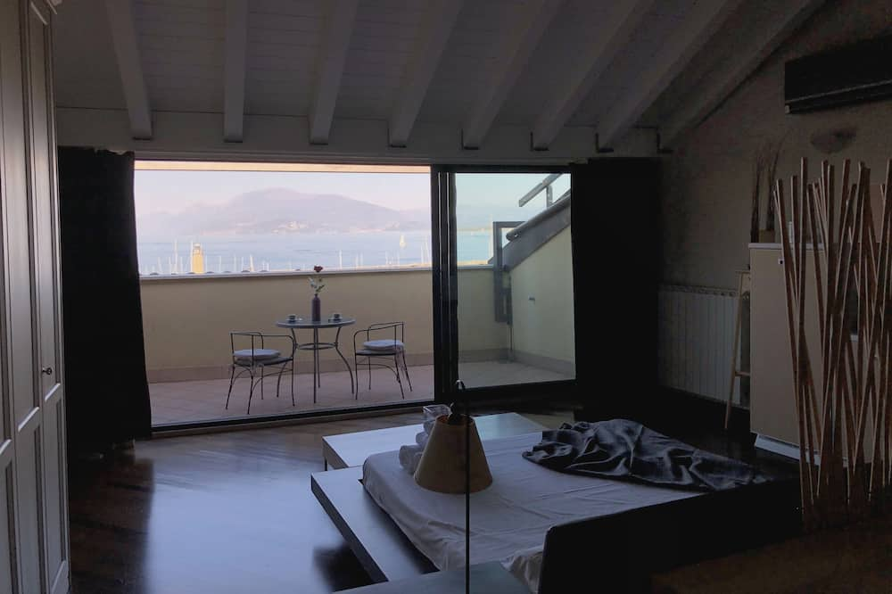 Desenzanoloft – Square loft and lounge lake view