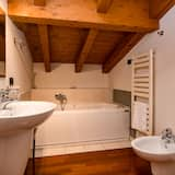 Apartment, 2 Bedrooms, Jetted Tub - Private spa tub
