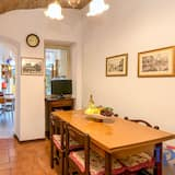 Traditional Apartment, 2 Bedrooms - Living Area