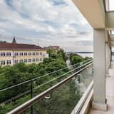 คอมฟอร์ทอพาร์ทเมนท์, 2 ห้องนอน, วิวแม่น้ำ - ระเบียง