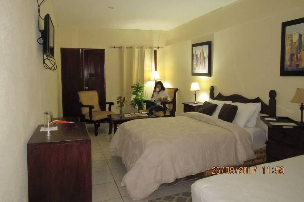 Family Quadruple Room, 1 Bedroom, Non Smoking - In-Room Dining