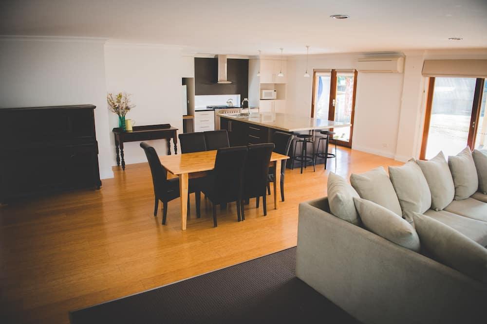 Hus - 5 soveværelser - udsigt til have - Opholdsområde