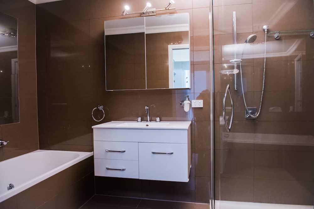 Hus - 5 soveværelser - udsigt til have - Badeværelse