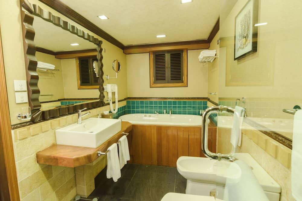 Luxury-Ferienhütte, Mehrere Schlafzimmer, Badewanne, Meerseite - Badezimmer