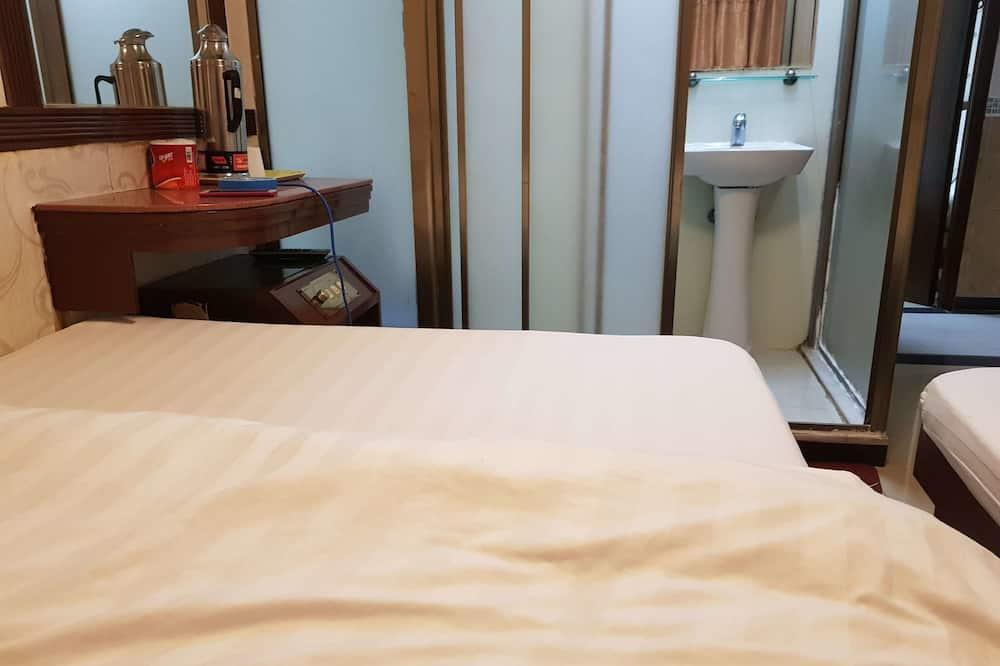 家庭三人房, 多張床 - 浴室