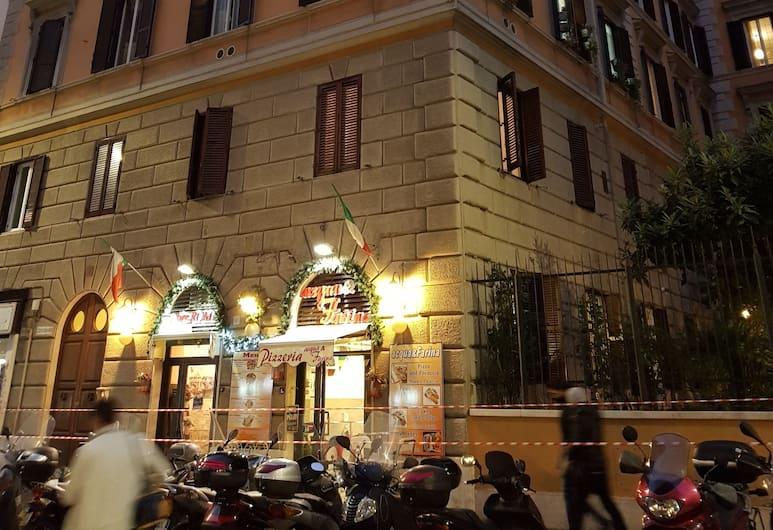 Guest House Hello Kitty, Rom, Hadapan Hotel - Petang/Malam