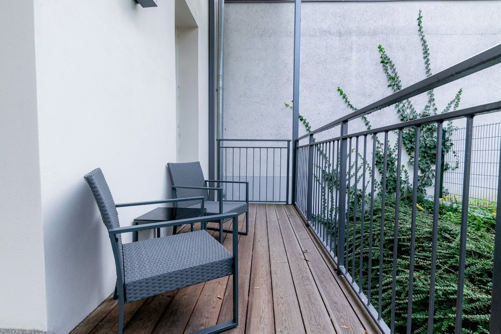 *Top* 2-Room Apartment with Kitchenette + Balcony - Balcony
