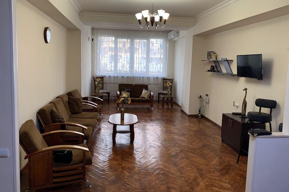 Klasisks dzīvokļnumurs, trīs guļamistabas, virtuve, pirmais stāvs - Dzīvojamā zona