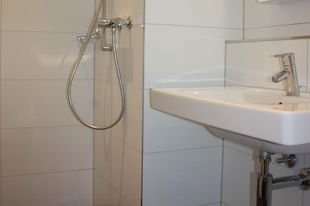 Business Studio - Bathroom
