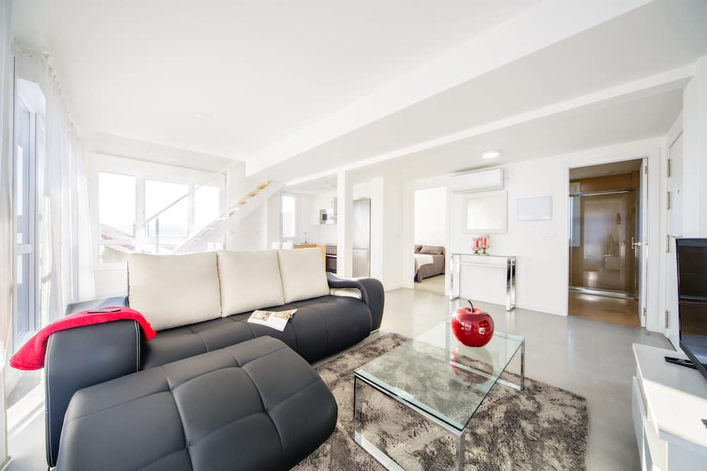 Apartment, 2 Bedrooms (2-B) - Living Area
