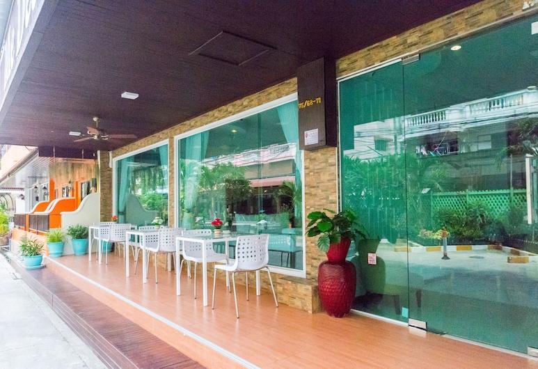 Me Dee Residence, Pattaya, Hiên