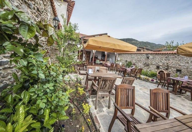 Kadilar Pasazade Konagi Butik Otel, Odemis, Outdoor Dining