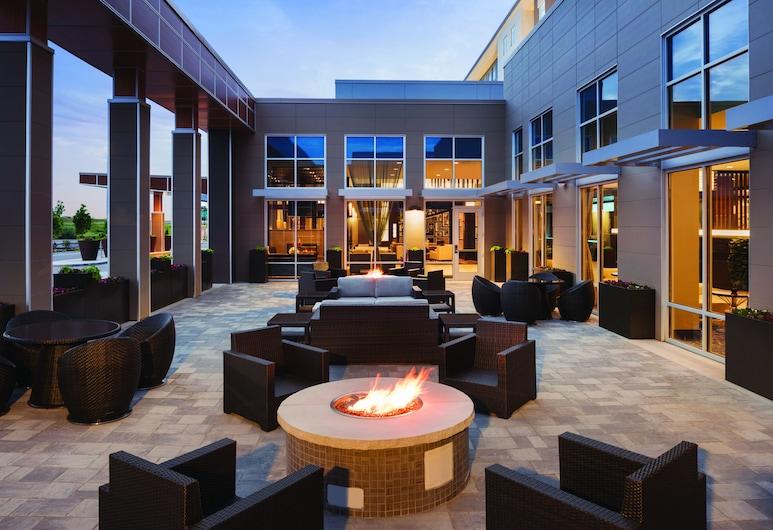 Embassy Suites by Hilton Noblesville Indianapolis Convention Center, Noblesville, Gårdsplads
