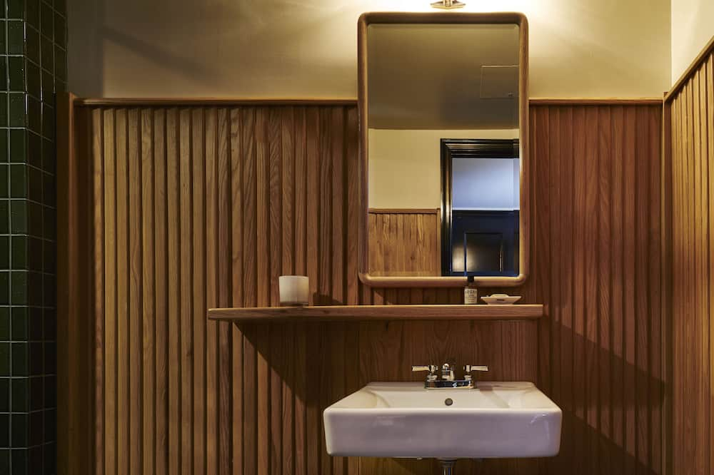 Premium Quad ADA - Bathroom