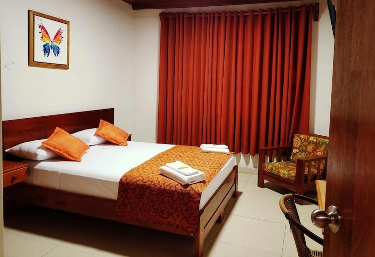 Hostal Macambo, Iquitos, Standard Double Room, 1 Queen Bed, Private Bathroom, Guest Room