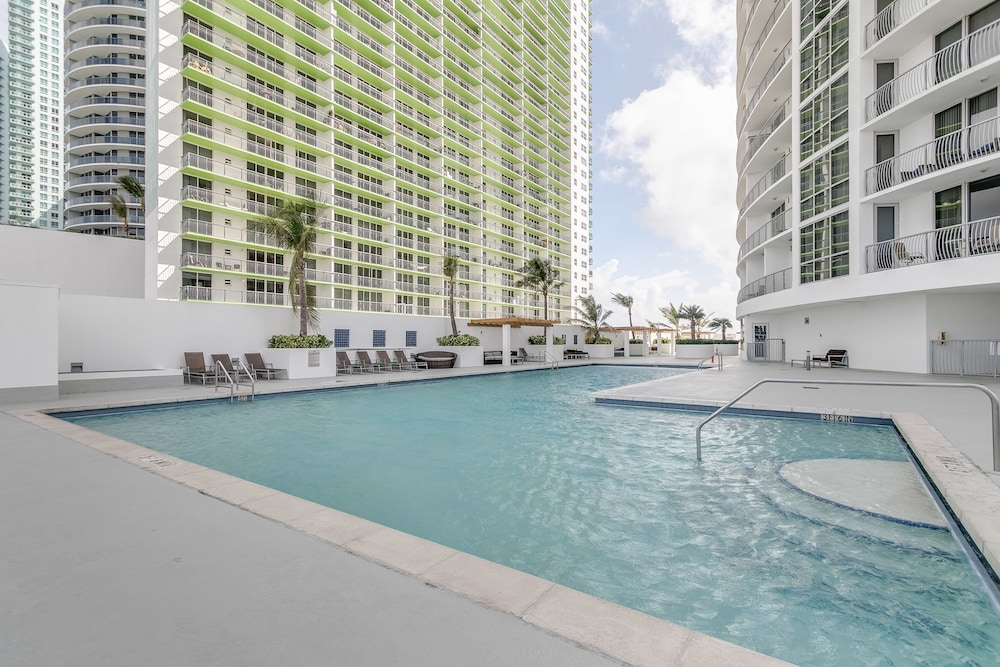 2 Bedroom Apartment With Sea View In Downtown, Miami, Outdoor Pool