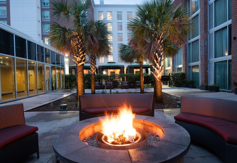 Homewood Suites by Hilton North Charleston, North Charleston, Courtyard