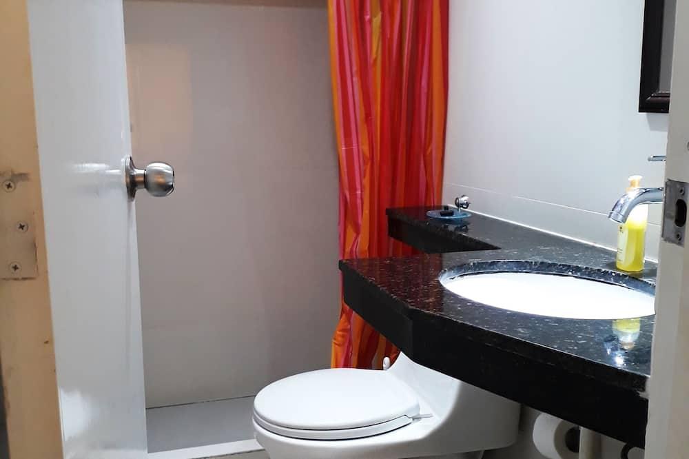 3 Executive Suite, 1 Bedroom, Park View - Bathroom