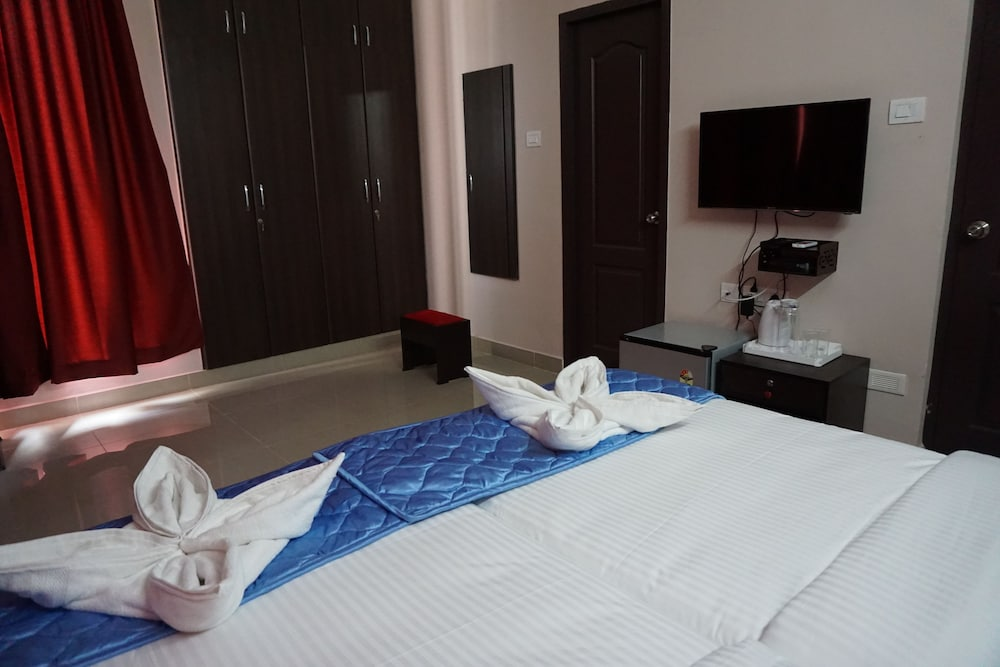 Solitaire Service Apartments, Chennai, Deluxe Double Room, Balcony, Corner,  Guest Room