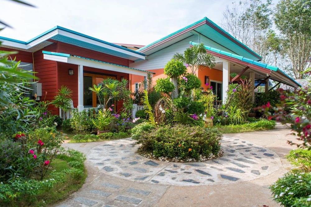 Book Thai Smile Bungalow in Ko Lanta | Hotels.com