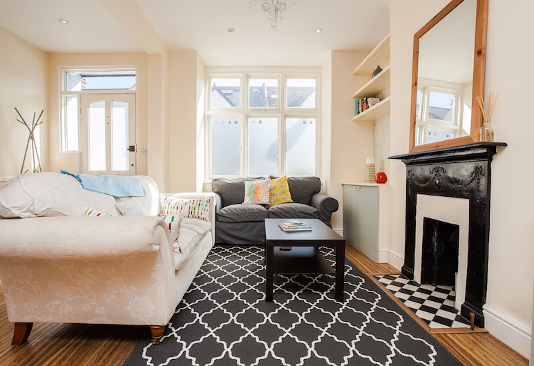 Bright Spacious 3 Bed Family Home In Shepherd's Bush, London