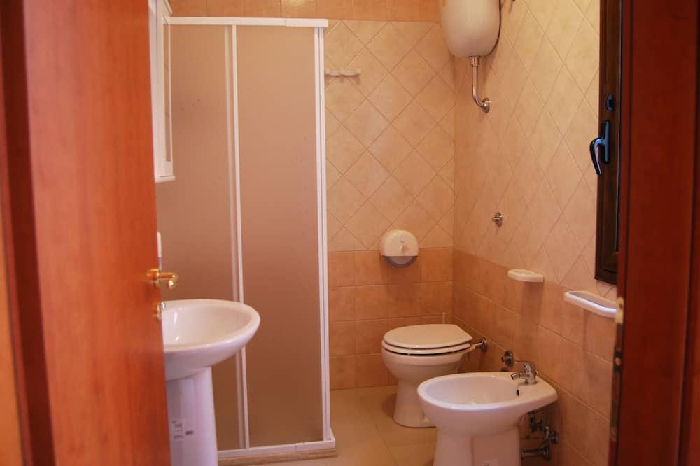 Phòng đôi Tiêu chuẩn, Có thể sử dụng hồ bơi, Tầng trệt - Phòng tắm
