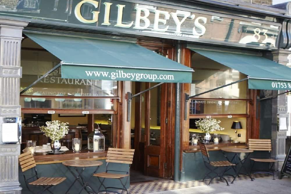Gilbey's Bar & Restaurant